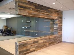 Pallet Wood Backsplash Pallet Wood Walls With Glasslove This Pallet Wood Projects