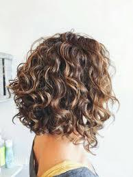هن بالصور 8 تسريحات كيرلي مختلفة لصاحبات الشعر القصير