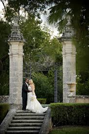 tropical candlelight wedding in miami at vizcaya museum and garden photos by maloman photograhpers