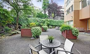 spacious courtyard at merrill gardens at first hill in seattle wa