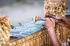Namun tak semua orang benar benar mengetahui apa itu alat musik kecapi, yuk simak jenis, fungsi, bentuk, cara memainkan. 10 Jenis Alat Musik Bali Yang Perlu Kamu Ketahui Bukareview