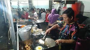 Sajian ini sering dipilih sebagai pendamping untuk sarapan nasi uduk ataupun nasi kuning di pagi hari. Nasi Telor Ceplok Ayong Kuliner Sederhana Yang Digandrungi Karena Citarasa Tribun Pontianak