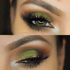 the gold eye make up with green