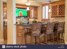 Schaufenster Wohn Wet Bar Mit Tv Haus Innen Usa Stockfoto