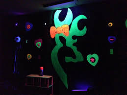 Neon Bedroom 17 Best Images About Teen Bedrooms On Pinterest Glow Neon
