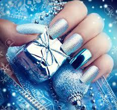 クリスマスの爪アートのマニキュア冬の休日スタイル明るいマニキュアの