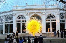 it sits in front of the nybg s historic enid a conservatory it is one of the pieces in chihuly s show his first major garden exhibition