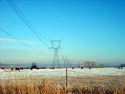 alternating current examples. high voltage transmission lines deliver power from electric generation plants over long distances using alternating current. these are located in current examples