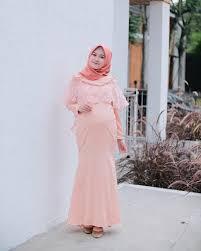 Kondisi hati serta psikis yang tenang dan. 10 Rekomendasi Model Baju Pesta Untuk Ibu Hamil Popmama Com