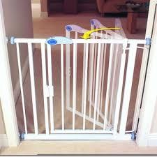 bettacare auto close stair gate 75 82cm