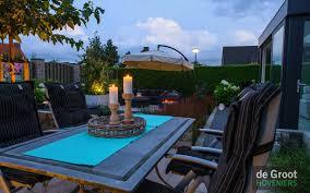 Sfeer In De Tuin Vuur Verlichting Kleuren En Decoratie Voor De Tuin