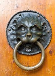 large vine lion shaped metal ring door knocker Фото со стока 16851651