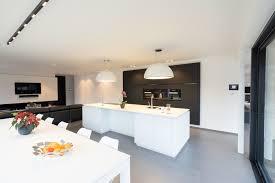 Wit Interieur Met Zwarte Accenten Anyway Doors Wit Interieur Winkel