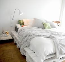 love the palette bed frame.