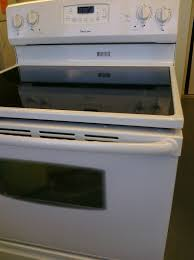 white electric range. Magic Chef CER3725AAW White Electric Range