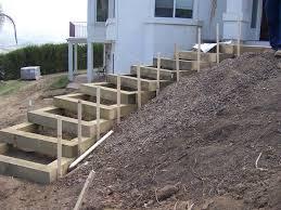 Leider passieren viele unfälle im haushalt beim treppensteigen. Gartentreppe Selber Bauen 47 Gestaltungsideen Und Tipps