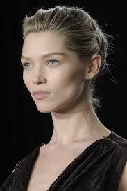 beauty breakdown experts tips to get fall 2016 s top runway makeup looks at