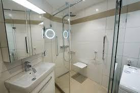 Kleines Bad Mit Dusche Unter 4 M² In 81476 München