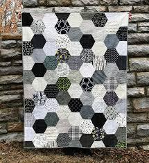 The Black, White & Gray Half Hexie Quilt | an Art School Dropout's ... & halfhexie_cori_001 Adamdwight.com