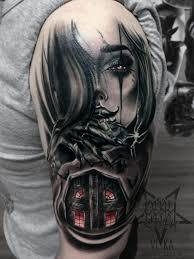 девушка и страшный дом художественная татуировка на плече сделать