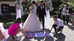 Первый Брак за сутки в Полтаве Молодожены соединили свои сердца   которые вручили супругам свидетельство о браке диплом который удостоверяет что пара является одними из первых участников этого действа