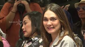 Umur 37 tahun) adalah aktris berkebangsaan indonesia yang mengawali kariernya sebagai model iklan dan catwalk. Luna Maya Kontras Perjalanan Karir Dan Cinta Selebrita Siang 30 Januari 2020 Youtube