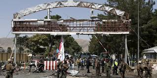 The taliban have set up many checkpoints in the area. Selbstmordanschlag Am Flughafen Kabul Mindestens Funf Tote Taz De
