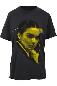 Kylie and Kendall Jenner continue to push vintage T-shirts | Daily ...