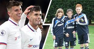 77' free kick lost faute de mason mount (chelsea). Going Long Way Back Christian Pulisic Shares Brilliant Picture With Him And Mason Mount In Chelsea Kits As 10 Year Olds