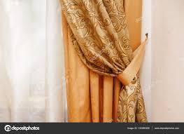Schöne Goldene Vorhang Im Schlafzimmer Stockfoto Timonko 133260400