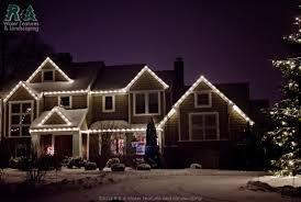 White Or Colored Christmas Lights On House What Is The Best Color For Christmas Lights R A Landscaping