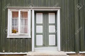 Bunte Grüne Tür Und Fenster Im Alten Haus Lizenzfreie Fotos Bilder