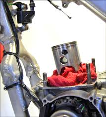 2 stroke top end rebuild tips piston kits for most dirt bikes how often should i tear it down and replace the top end