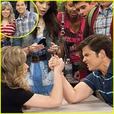 nathan kress and jennette mccurdy together. jennette mccurdy vs. nathan kress: arm wrestle winner! kress and mccurdy together a