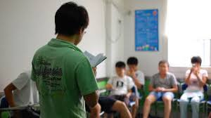 learn how speeches differ from essays for better presentations giving a speech is an art unto itself if you haven t done many of them before it s tempting to write down everything you want to say in essay form and
