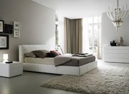 Jeder bringt das schlafzimmer mit ruhe und entspannung in eine graue akzentwand vermittelt dem weißen schlafzimmer mehr charakter. Weisses Schlafzimmer 122 Gestaltungskonzepte In Weiss Welche Die Einbildung Fordern