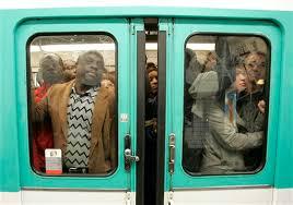 Le métro parisien ! ? Images?q=tbn:ANd9GcR1sgodFZ0zmagtZf1Qtm1t0eAdOHIefnFkz8Spb9n0nfpILoVH5g