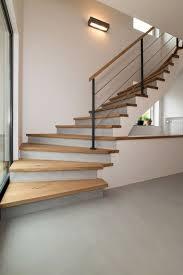 Beton ciré ist nicht nur das ideale material für böden, wände, treppen und bäder, auch küchenarbeitsplatten und möbel werden damit zum absoluten eyecatcher. Beton Cire Treppen Zeitloses Design Von Raumkonzept Trier