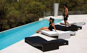 Modern Outdoor Furniture Design of Black and White Jut Tumbona by