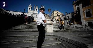 'lebenspendende sonne, du kannst wohl nichts größeres erblicken als die stadt rom. horaz, carmen saeculare. Rom Sitzverbot Auf Der Spanischen Treppe Rom Forum