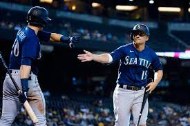 Seager's double keys 11th inning rally ...
