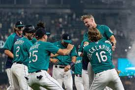 Mariners walk it off as only they can ...