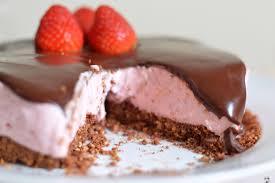 Bolo de chocolate meio amargo com morango Images?q=tbn:ANd9GcR23kqpeh2cz_IOCxfrCWLYVX-gua5iXDgjDebPjqyi4iXyoErH