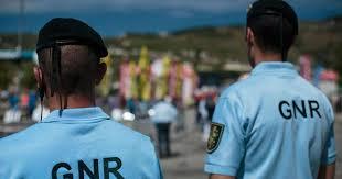 Mação: encapuzado assaltou correios à mão armada, levou milhares de euros e fugiu a pé