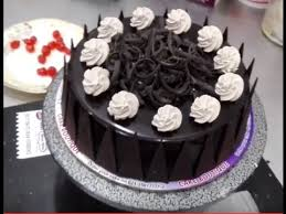 A New Design Of Cake With Whipy Whip Cream Youtube