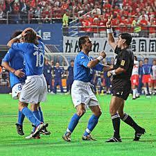 17 anni dopo Italia-Corea Byron Moreno ammette l'errore: Su Zambrotta era  fallo da rosso