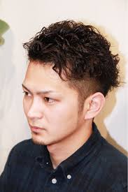 大学生の髪型メンズの人気パーマのセット方法 海外の髪型と