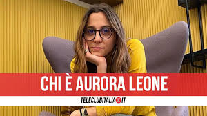 Aurora leone, part of the the jackal comedy duo, said she was ejected from the prematch dinner by pecchini, who allegedly told her you can't be here because you're a woman. Akwthn5sko4yom