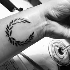 Minimal Tattoo Laurel Wreath Beauty