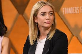 Whitney wolfe herd, 30, is now the ceo of a dating empire that claims it has 500 million global users across its four apps: Bumble Founder Got Threatened After Dating App Banned Gun Photos